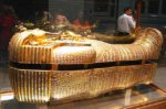 Египетские власти перевозят сокровища из гробницы Тутанхамона