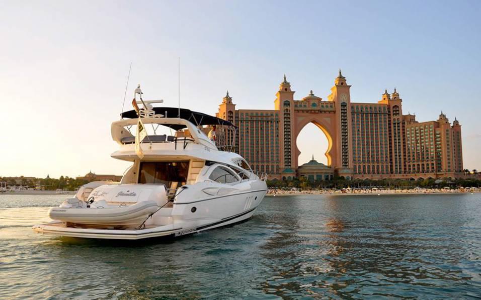 Морская прогулка по вечернему Дубаю