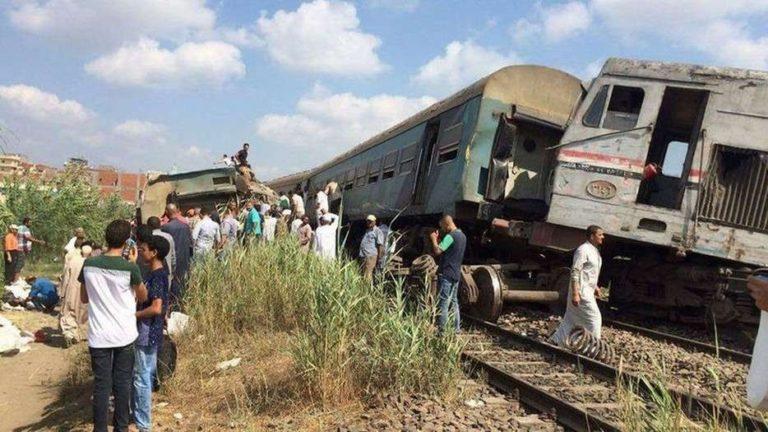 столкновение двух пассажирских поездов